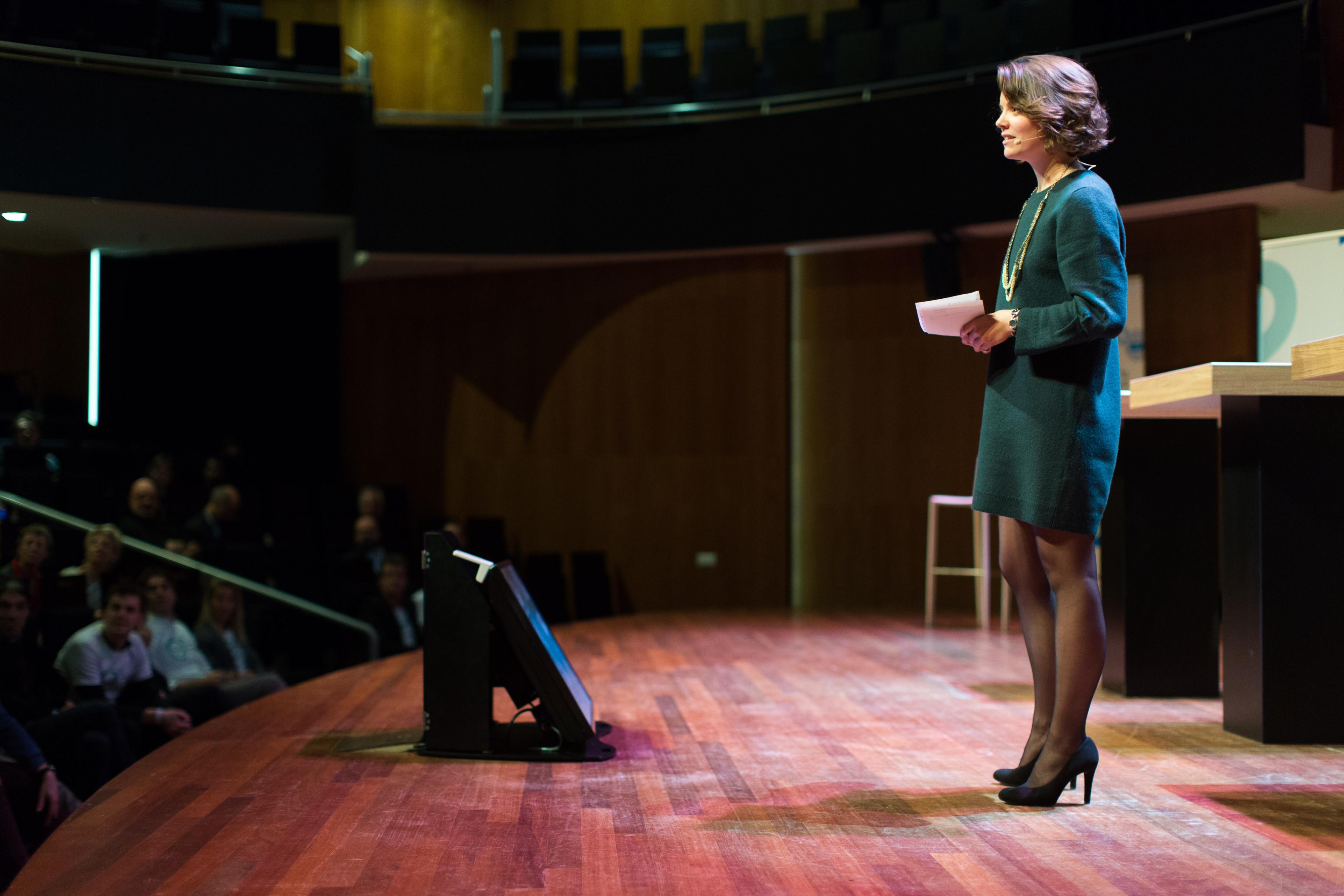 Stefanie Schuddebeurs deelt inzichten als keynotelistener